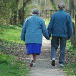 Jak wspierać starszą sąsiadkę?